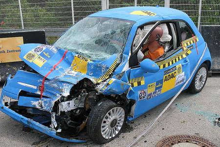 Crashtest Fiat 500 vs Audi Q7 vídeo