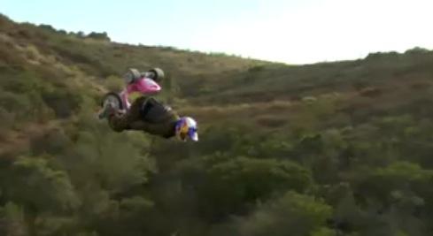 Como hacer un back-flip con un triciclo, en vídeo