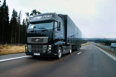 Volvo FH16 700, el camión más potente del mundo, juego flash incluido