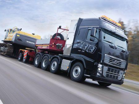 FH16 700, el camión más potente del mundo, juego flash incluido