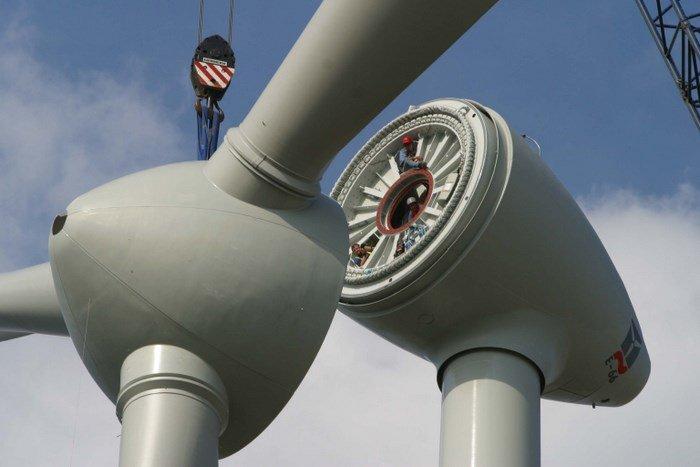 Instalación del tercer aerogenerador en Dagenham