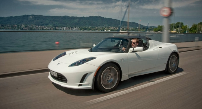Tesla_Roadster_Windy