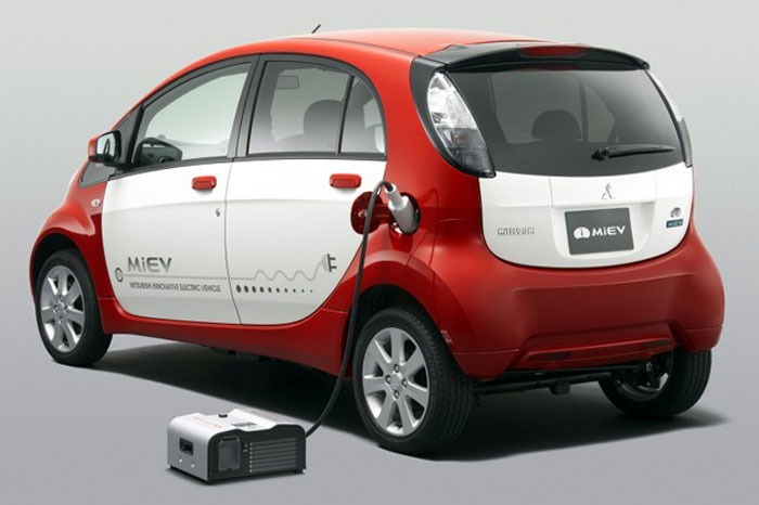 De las baterías hacia fuera i-Miev hacia otros dispositivos: el MiEV Power Box