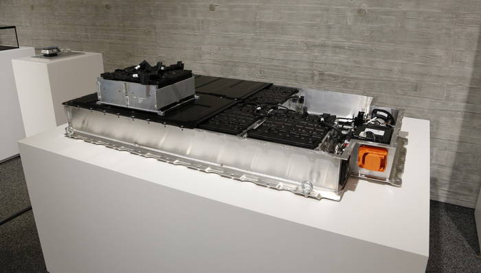 BMW i empleará el conector CCS de recarga combinada: 30 minutos, 80% de la batería