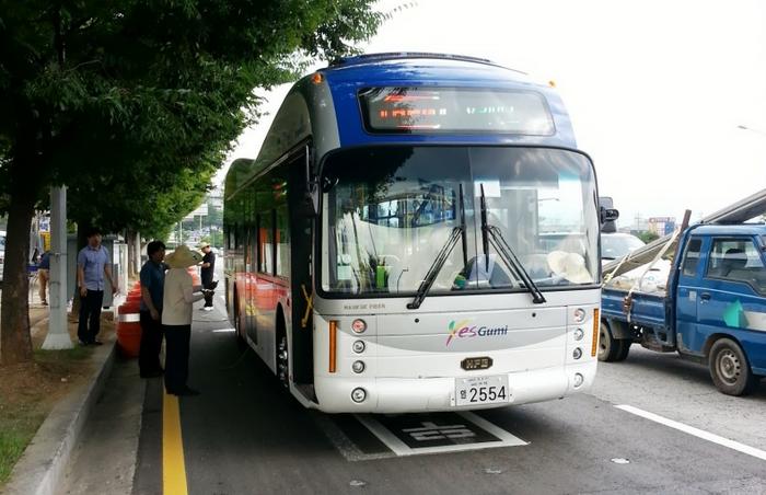 Corea ensaya con autobuses eléctricos capaces de recargar en movimiento de forma inalámbrica