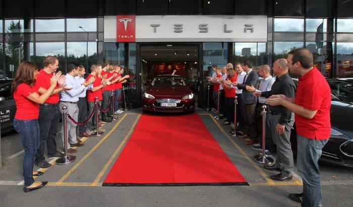 El Tesla Model S llega a Europa, comienzan las entregas