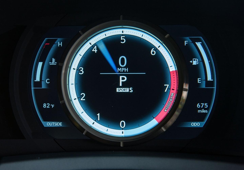Lexus-RC_F_2015_180215-00