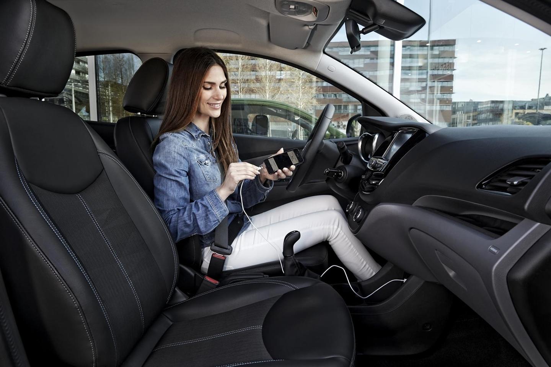 el desembarco de android auto y car play cambia las reglas del juego. Black Bedroom Furniture Sets. Home Design Ideas