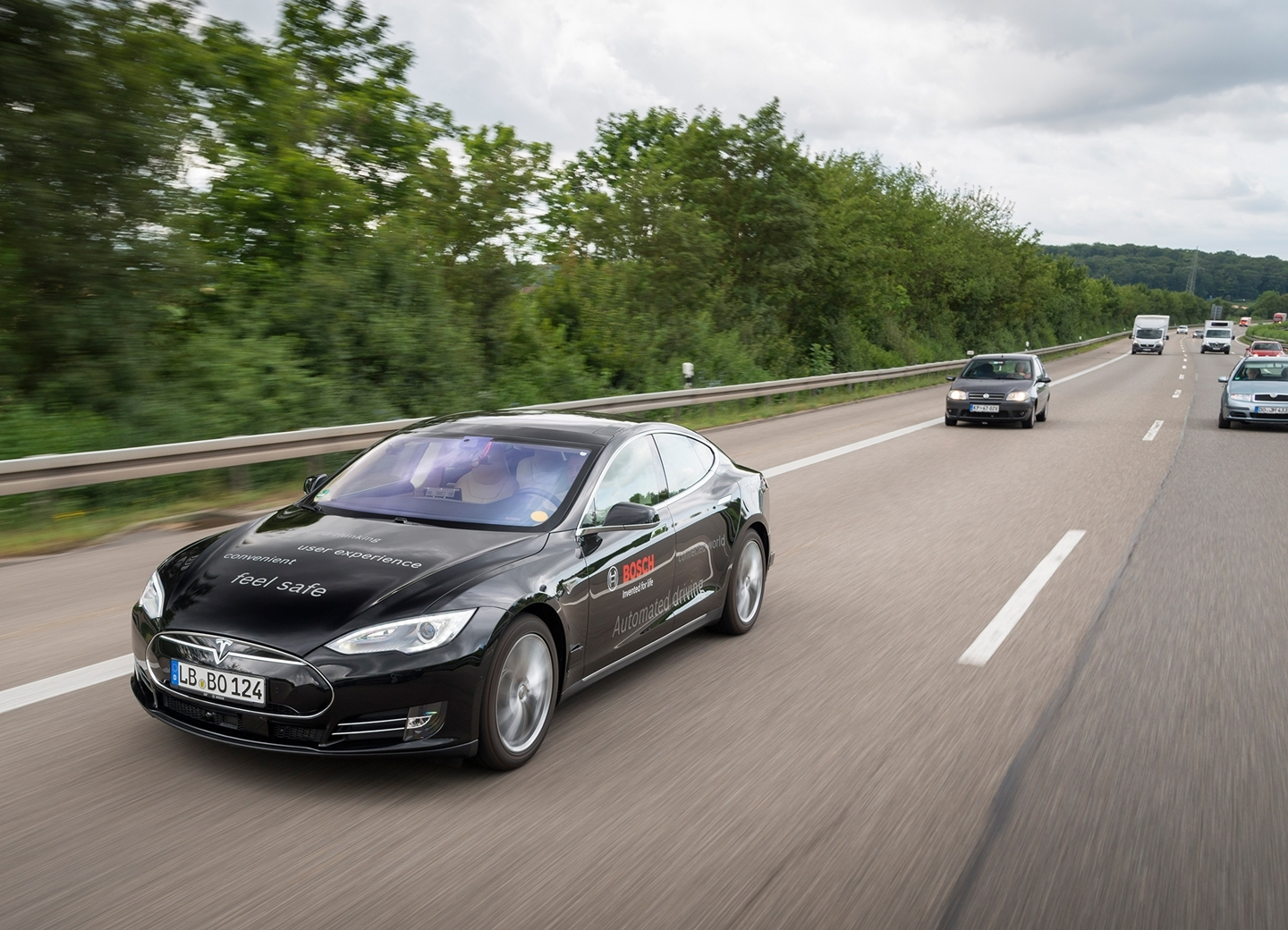 bosch-automated-driving-tesla-190615-02