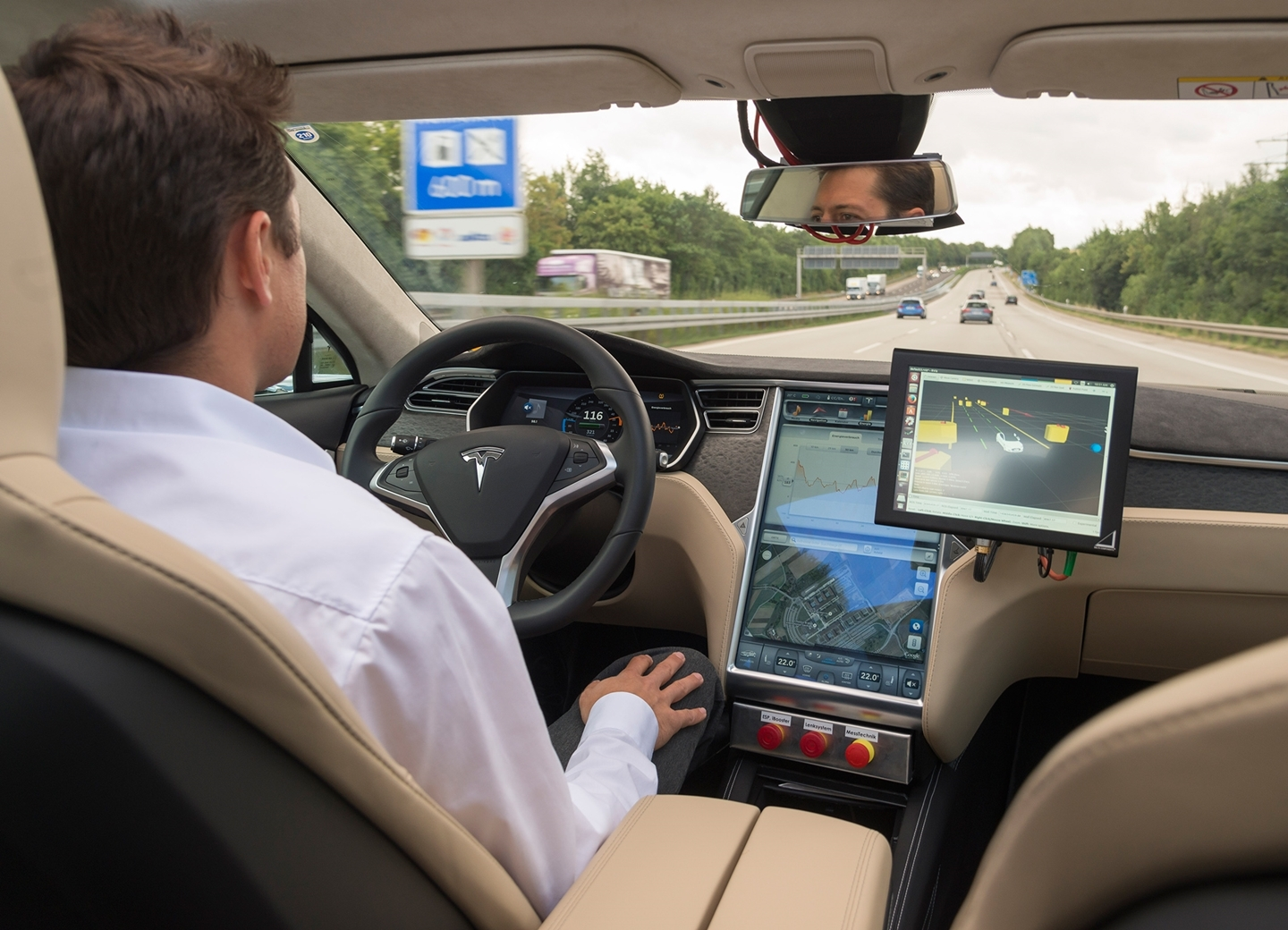 bosch-automated-driving-tesla-190615-03