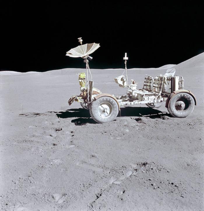 """El centinela"""" eléctrico: el Lunar Rover Vehicle y la carrera ..."""