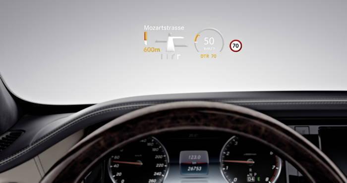 El head up display hud llega a mercedes benz tecmovia for Mercedes benz heads up display