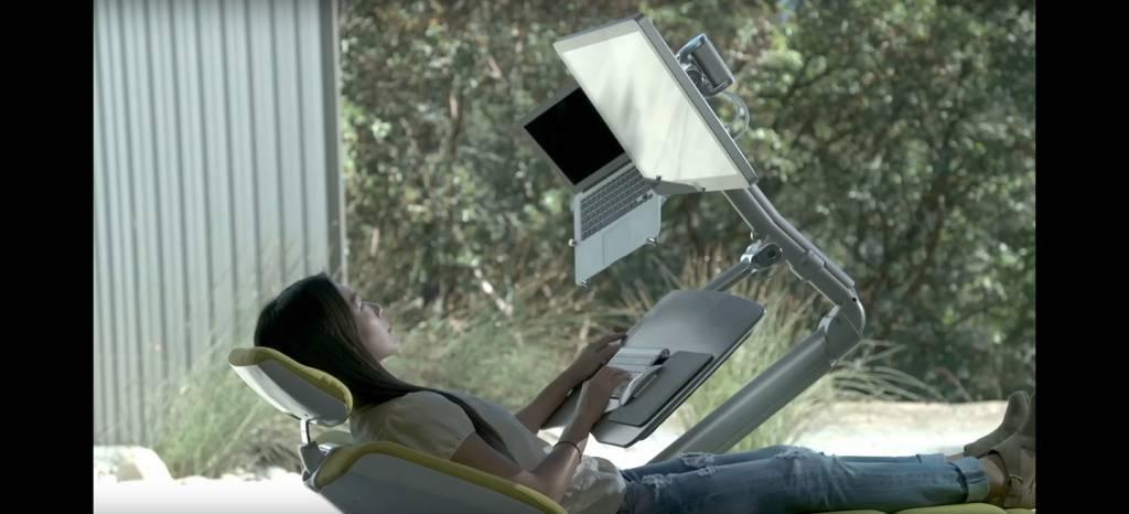 El escritorio del futuro ya está aquí: trabajar tumbado es más cómodo, también más saludable