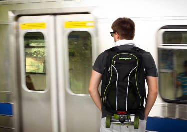 Movpak: La mochila que se convierte en un monopatín eléctrico
