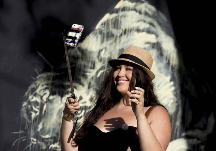 Los palos <em>selfies</em> más surrealistas del mundo y parte del universo